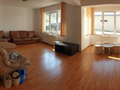 Apartament cu 3 camere foarte spatios, 100mp, in Buna Ziua!