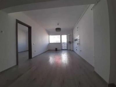 Apartament cu 2 camere, zona Petrom