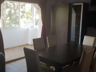 Apartament 3 camere, etaj intermediar, zona Piata Cipariu