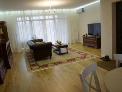 Apartament cu 3 camere, in vila, etaj intermediar, zona Hotel Napoca