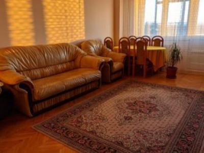 Apartament cu 3 camere, zona Gheorghe Dima